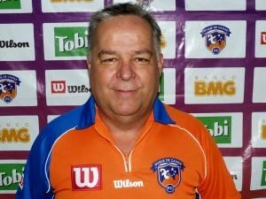 Josué Teixeira foi apresentado como novo técnico do Duque de Caxias (Foto: Vitor Costa/Divulgação)