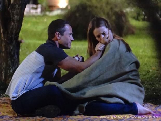 Bruno demosntra seu amor pela noiva (Foto: Amor à Vida)