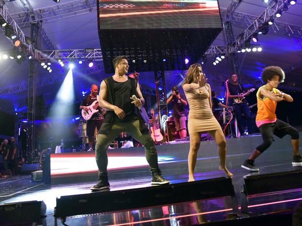 Haja samba no pé com Anitta e Xanddy (Foto: Elias Dantas/Ag.Haack)