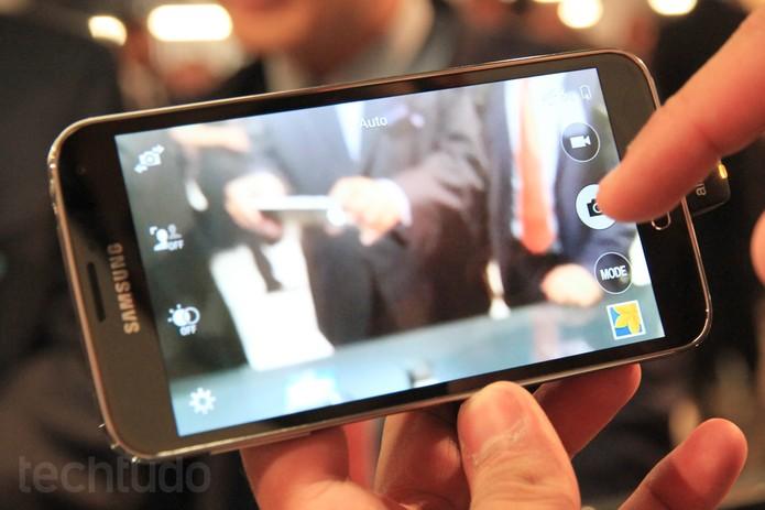 Câmera do novo Galaxy S5 é testada em fotos no MWC, em Barcelona (Foto: Isadora Díaz/TechTudo)