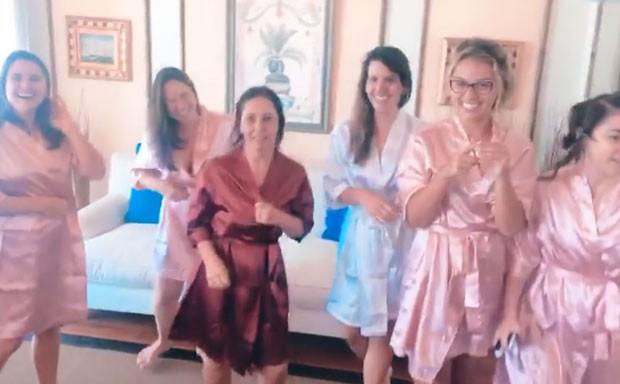 Nataly Mega com suas madrinhas (Foto: Reprodução Instagram)