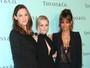 Halle Berry arrasa com look decotado e sutiã à mostra em evento nos EUA