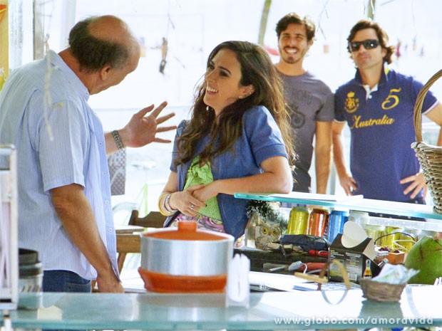 Valdirene até conseguiu enganar na hora da contratação (Foto: Amor à Vida/TV Globo)