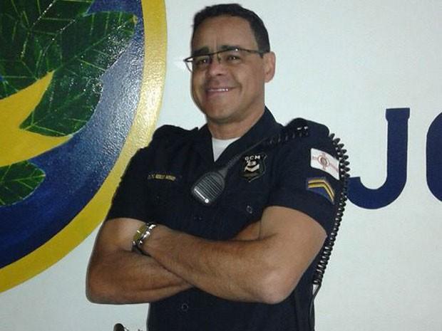 Marcos de Moraes: 'Sempre queria ser o mocinho nas brincadeiras de polícia e bandido' (Foto: BBC)