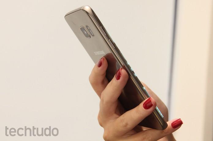 O Galaxy S7 Edge tem câmera traseira de 12 MP (Foto: Luana Marfim/TechTudo)