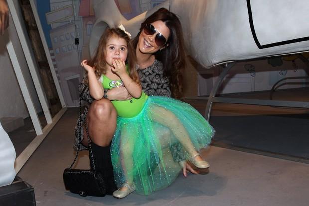 Mariana Kupfer com a filha Victoria (Foto: Manuela Scarpa/Foto Rio News)