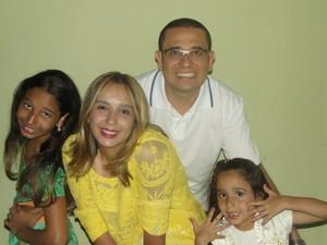 Alexandre Pontes vai viajar com a família para 'fugir' da agitação da Copa (Foto: Editoria de Arte/G1)