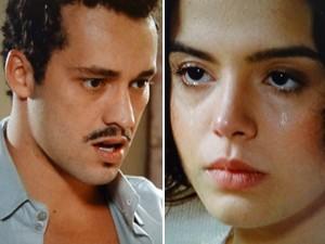 A jovem cai no choro, mas Berto não dá bola (Foto: Gabriela / TV Globo)