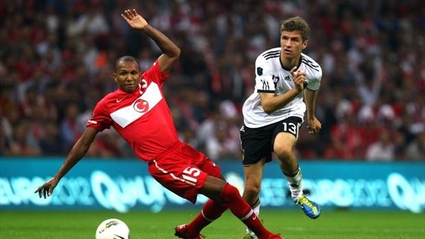 Mehmet Aurelio com a Turquia diante da Alemanha (Foto: Fifa)