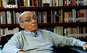 José Saramago em entrevista concedida ao jornalista Edney Silvestre (Foto: Reprodução/Globo News)