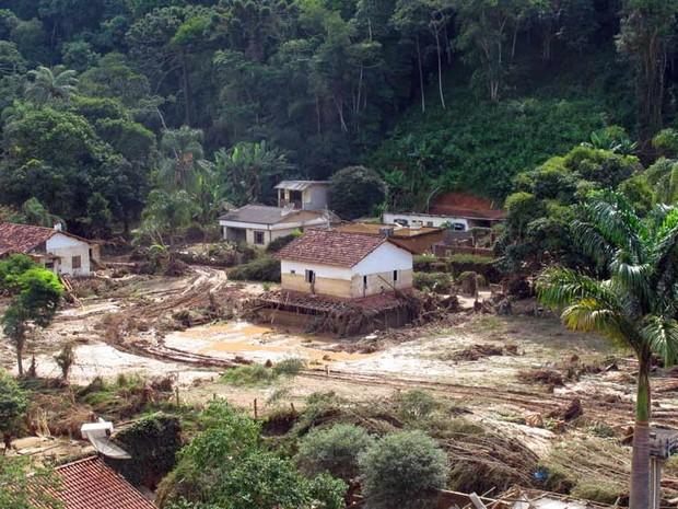 Há ainda muita lama no Vale do Cuiabá, em Itaipava, distrito de Petrópolis. (18/1) (Foto: Bernardo Tabak/G1)