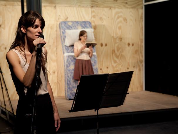 """Espetáculo """"Melancolia y Manifestaciones"""", com direção de Lola Arias (Foto: Divulgação)"""