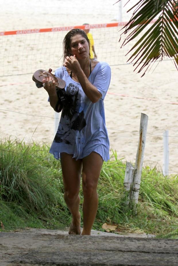 Priscila Fantin na praia da Barra da Tijuca, RJ (Foto: Dilson Silva  / Agnews)