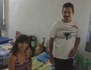 Casal Gisselma Feitoza e Carlos Correia que vieram de Pimenta Buena em busca de tratamento (Foto: Larissa Matarésio/G1)