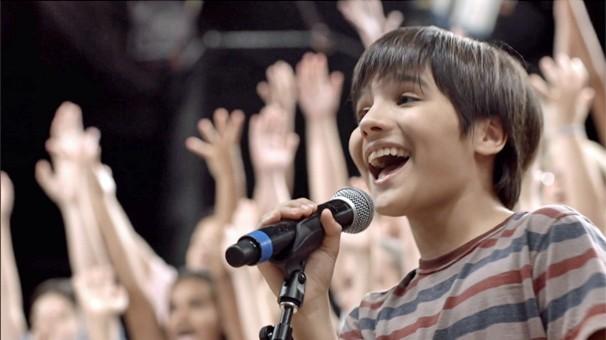 As crianças no palco do Projac, no Rio, fizeram a grande surpresa do dia de encontro de grandes e de pequenos talentos (Foto: Globo)