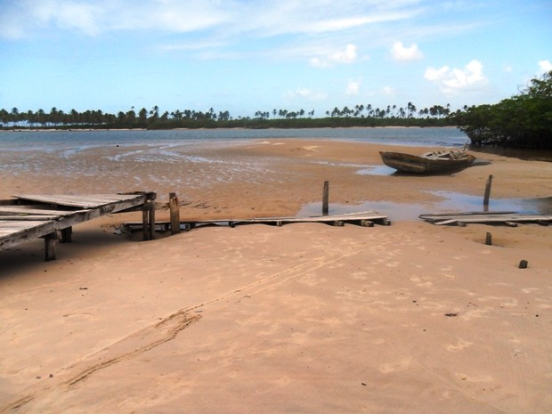 Ponte faz ligação entre o rio e o mar. (Foto: Maria Josélia dos Santos/ Divulgação)