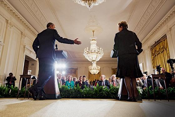 DE BEM Obama e Dilma durante o discurso na Casa Branca.  A visita oficial enterrou o episódio da espionagem (Foto: Jacquelyn Martin/AP)