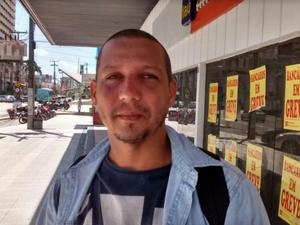 Cliente Rodrigo Silva conta que está tendo problemas para pagar cartão de crédito (Foto: Gioras Xerez/G1 Ceará)