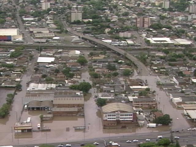 Chuva causa transtornos na Região Metropolitana (Foto: Reprodução/RBS TV)