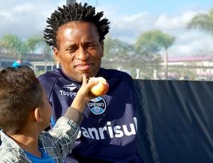 Zé Roberto com o sobrinho Kelvin (Foto: Bruno Junqueira / TXT, DVG)