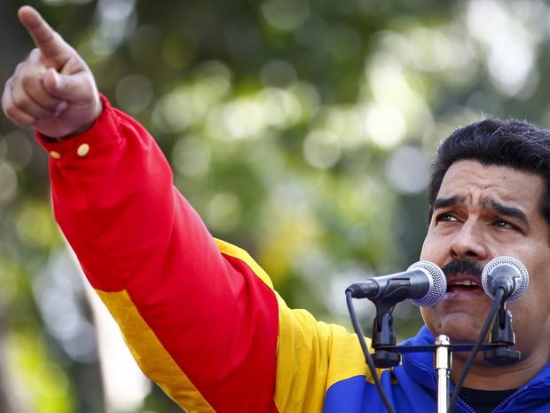 O presidente venezuelano, Nicolas Maduro, durante uma cerimônia para comemorar o 56º aniversário do fim do regime do ditador venezuelano Marcos Perez Jimenez, em 23 de janeiro de 2014. Perez Jimenez foi deposto após uma revolta popular em 1958. (Foto: Carlos Garcia Rawlins/Reuters)