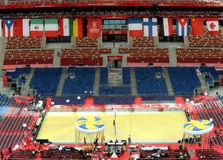 preparativos Mundial de vôlei no Estádio Nacional de Varsóvia na Polônia (Foto: AP)