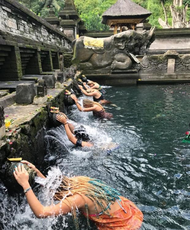 Isabella Santoni faz ritual de purificação (Foto: Reprodução/Instagram)