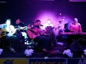 Banda Radiofone é uma das atrações do Macapalooza (Foto: Reprodução/Facebook)