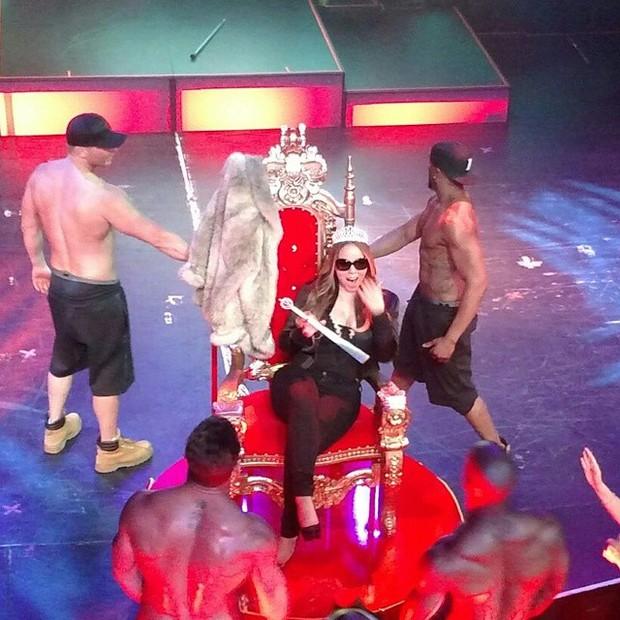 Mariah Carey em show de strip-tease em Las Vegas, nos Estados Unidos (Foto: Instagram/ Reprodução)