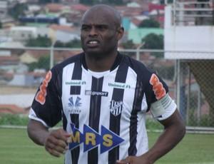 Ademílson, do Tupi, contra o Anapolina (Foto: Nina Abreu / Federação Mineira de Futebol)