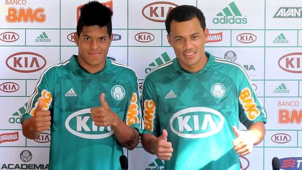 Leandro e Léo Gago apresentados no Palmeiras (Foto: Marcelo Prado )