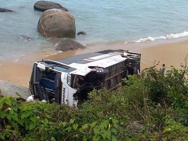 Veículo ia de Florianópolis a Curitiba (Foto: Denise Félix/RBS TV)