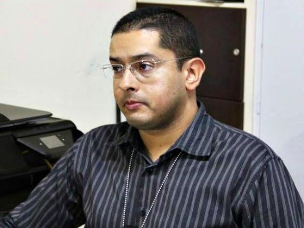 Delegado Antônio Carlos Marques Melo foi baleado no tórax e perna esquerda (Foto: Reprodução/TV Acre)