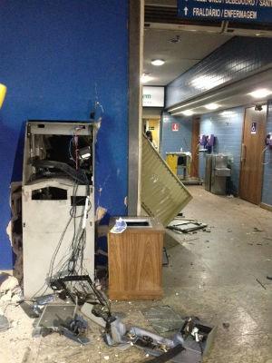 Equipamento em shopping ficou destruído após explosão (Foto: Divulgação)