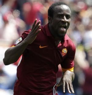 Doumbia comemora gol Roma x Genoa (Foto: AP Photo/Riccardo De Luca)