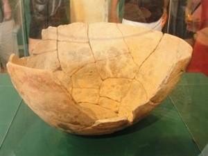 Vaso fragmentado é uma das peças em exposição no Museu Amazônico, em Manaus (Foto: Divulgação/Ufam)
