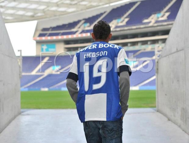 Liedson apresentação Porto (Foto: Reprodução / Facebook)