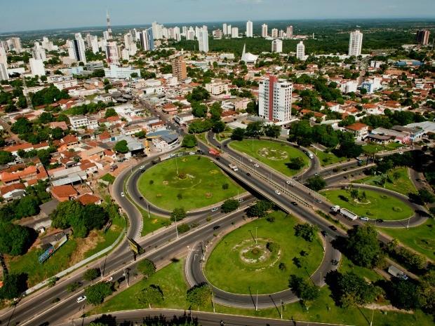 Vista aérea de Cuiabá, capital de Mato Grosso: orçamento do estado para 2016 teve montante de receitas e despesas fixado em R$ 16,5 bilhões. (Foto: GCom-MT/Divulgação)