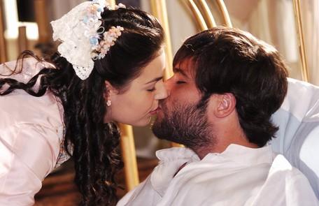 Gagliasso (Ricardo) em cena de 'Sinhá moça' (2006) com Isis Valverde TV Globo