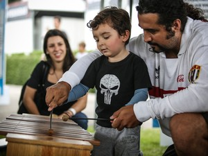 Marcela, Caio e o filho Massimo, durante o Kidzapalooza (Foto: Raul Zito/G1)