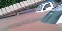 VÍDEO: carros são cobertos na Régis (Reprodução)