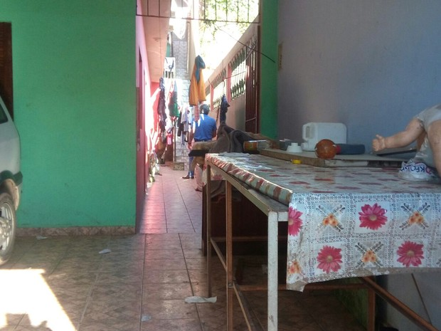 Casa onde os peruanos eram mantidos, trabalhando em situação análoga à escravidão (Foto: Mirielly de Castro/TV Diário)