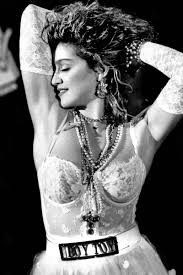 Look de Madonna em 'Like a Virgin' serviu de inspirao pra Anitta? (Foto: Divulgao)