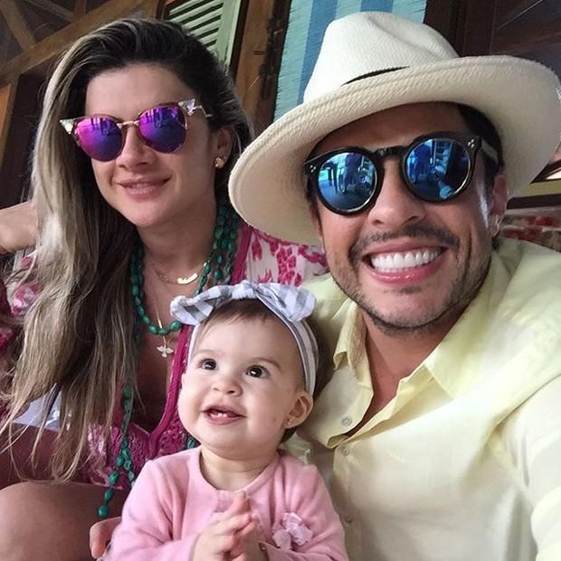Mirella Santos, Wellington Muniz e a filha Valentina (Foto: Reprodução/Instagram)