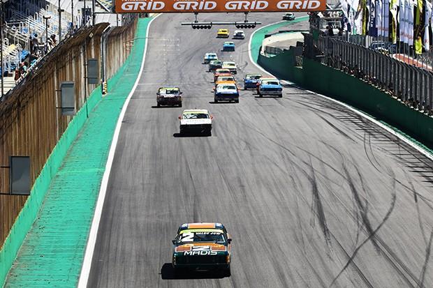 As primeiras voltas da corrida 1 disputadíssimas (Foto: Andre Santos/TimeSport)
