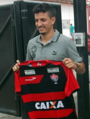 Léo Costa; Vitória (Foto: Thiago Pereira)