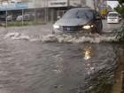 Fortaleza tem chuva forte e ruas alagadas neste domingo