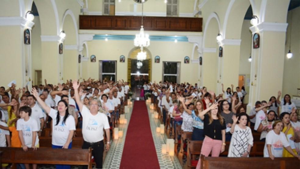 Missa em comemoração aos 23 anos de fundação da Fazenda da Paz foi o começo do fim da confusão (Foto: Ascom/Fazenda da Paz)