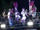 Músicos da Mangueira tocam no trio de Claudia Leitte no carnaval da Bahia