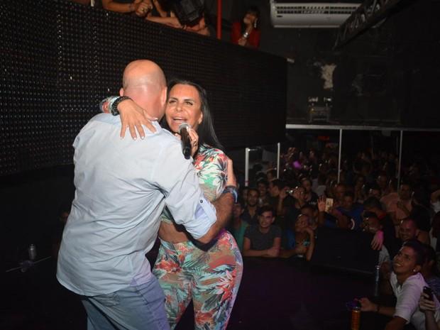Gretchen e o marido, Carlos Marques, em boate no Recife, em Pernambuco (Foto: Felipe Souto Maior/ Ag. News)